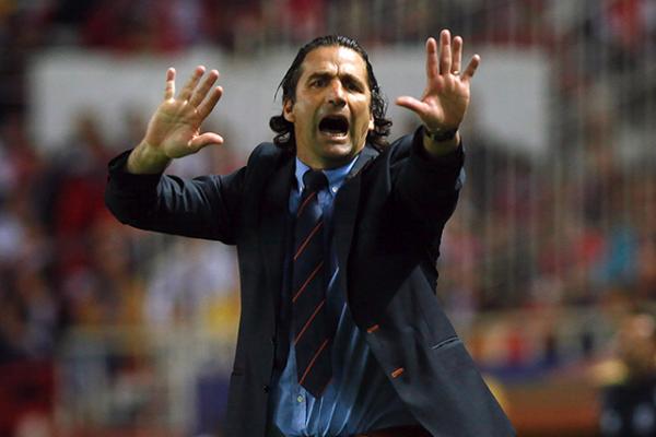 لاعب يتهم مدرب منتخب السعودية بالخيانة