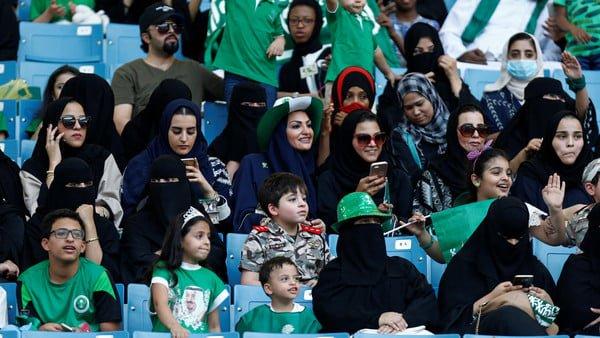 الأهلي والباطن أول مباراة ستحضرها العوائل السعودية بالملاعب الرياضية