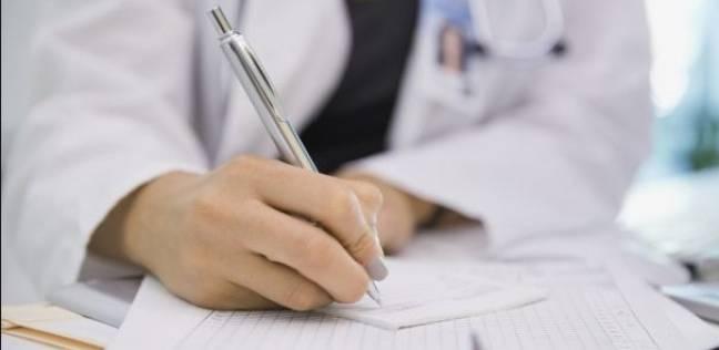 لماذا يكتب الأطباء الوصفات بـ خط غير مفهوم ؟!