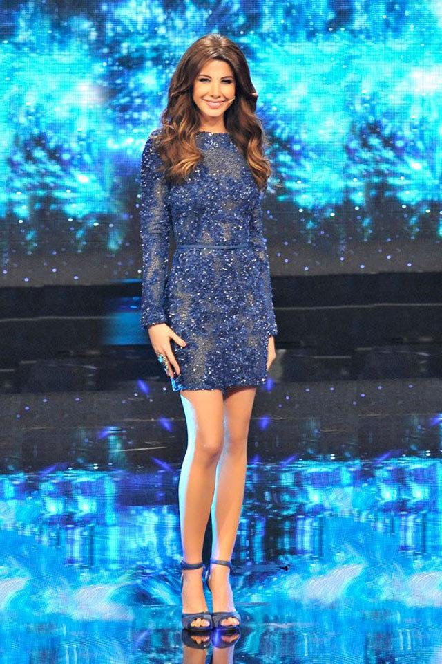 awww.muhtwa.com_wp_content_uploads_large_Nancy_Ajram_blue_elie_saab_dress_arab_idol_fustany.