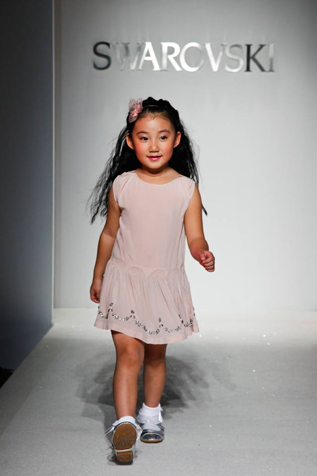 daeb0fa74 موديلات عالمية للبنات 2015 ، ملابس موضة للبنوتات 2015 ، احدث موديلات  للاطفال 2015