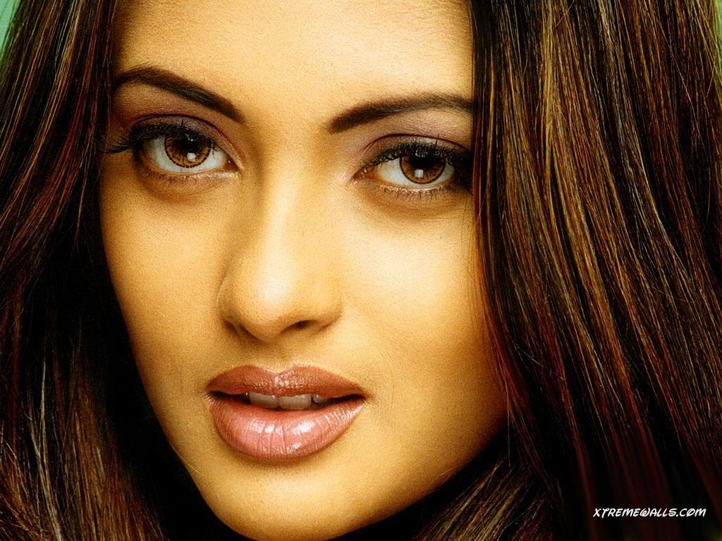 acdn23.us1.fansshare.com_photos_riyasen_riya_sen_hot_photos_1884600740.