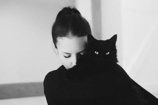 as4.favim.com_orig_151203_black_and_white_photo_black_cat_cat_girl_Favim.com_3696304.