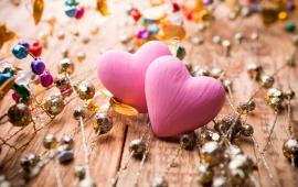 awww.bhmpics.com_thumbs_decoration_pink_hearts_love_t2.